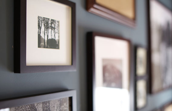 creating-a-frame-gallery-for-your-living-room_3