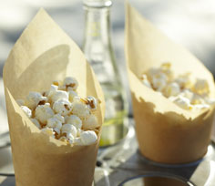 throwing-an-outdoor-movie-party_3