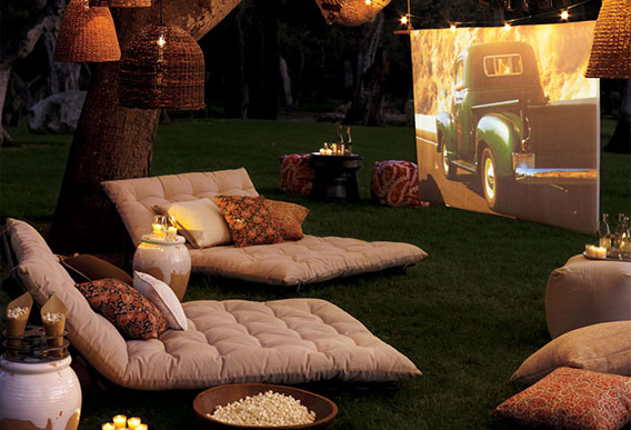 throwing-an-outdoor-movie-party_1