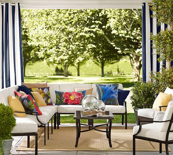 Pb classic stripe indoor outdoor grommet drape pottery barn for Comedores de terraza baratos