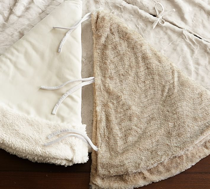 Faux Fur Christmas Tree Skirt White. dmbrand.us
